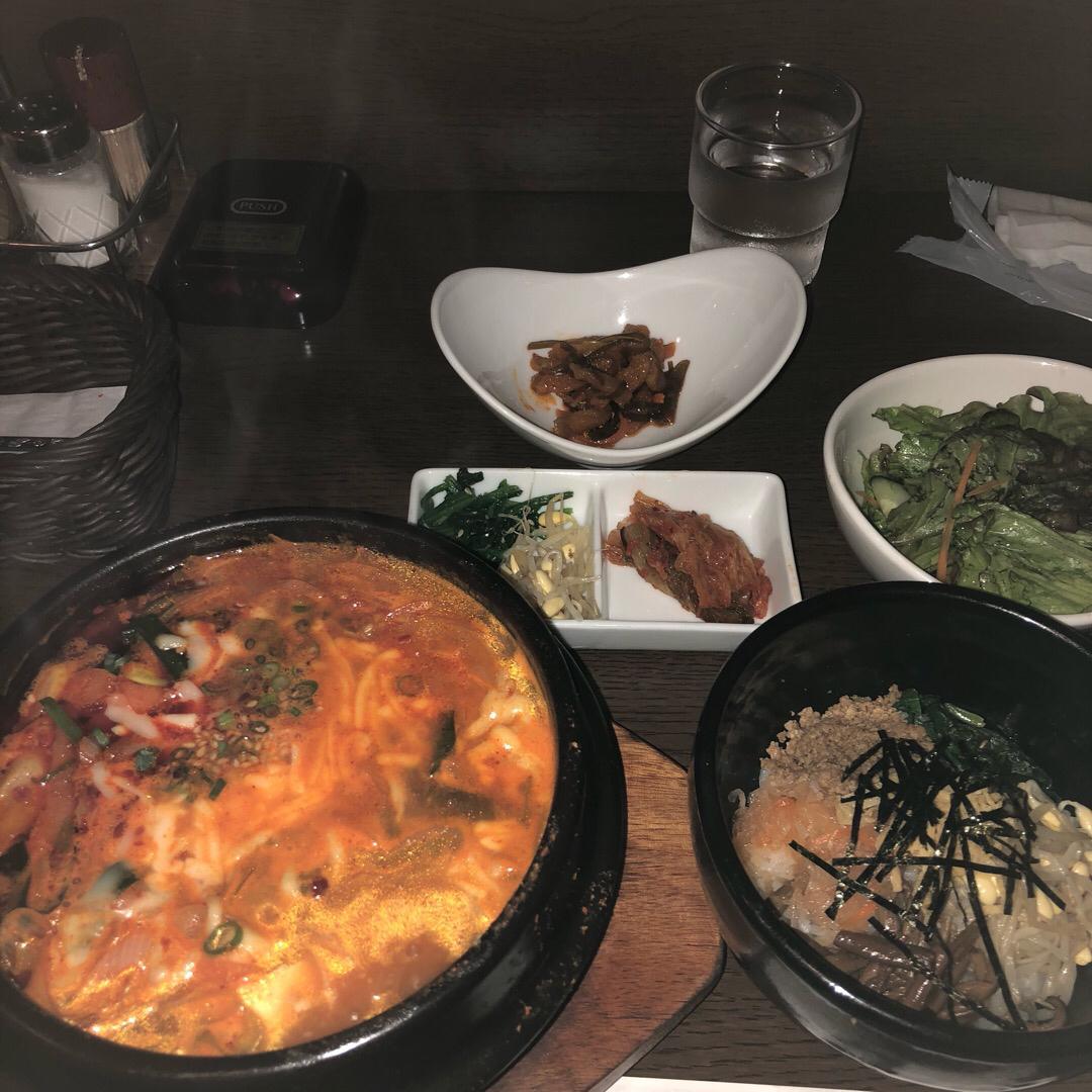かしわだいにんぐという韓国料理のお店です。 チーズチゲランチを食べ...