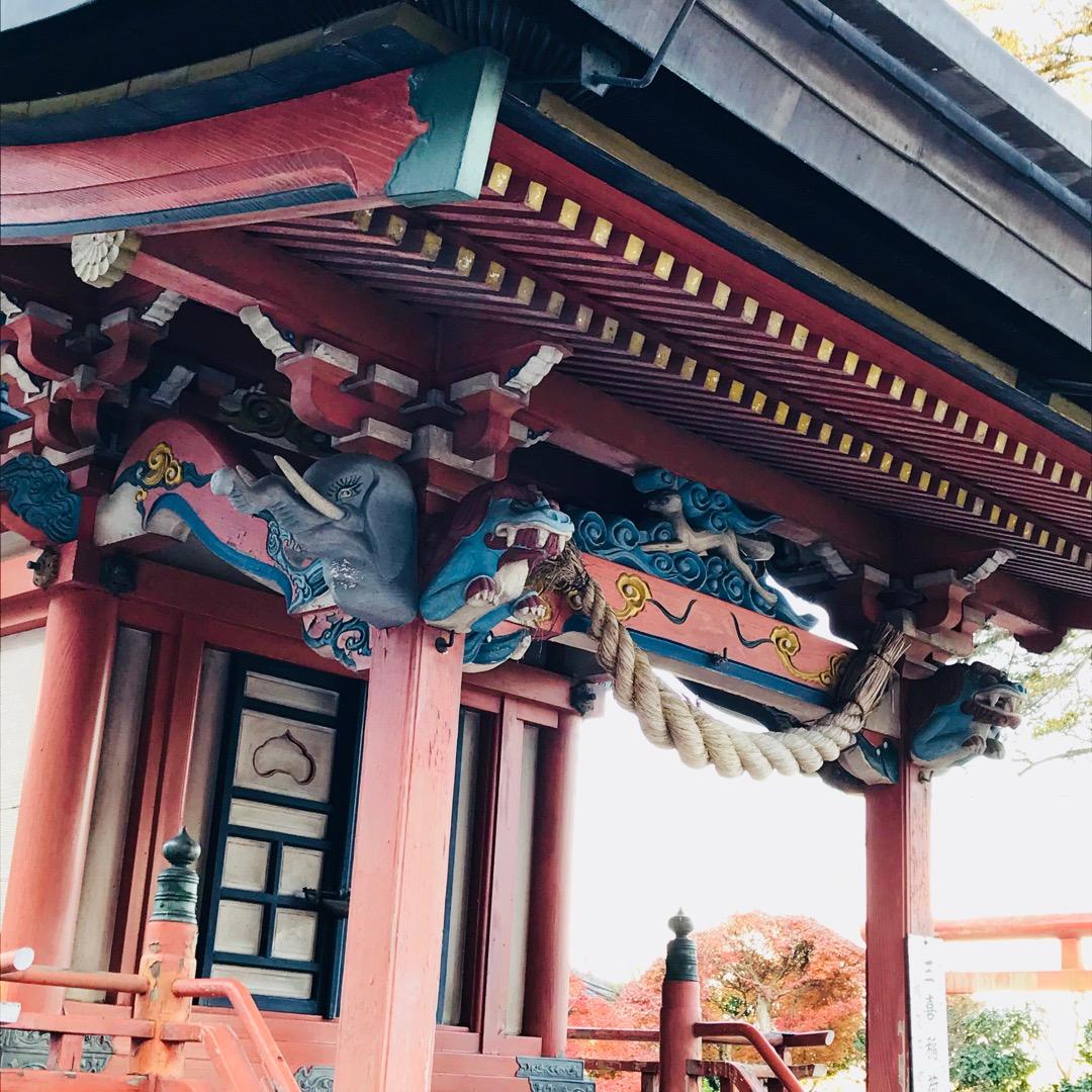 草戸稲荷神社。三喜稲荷の社。 草戸稲荷神社の本殿向かって右にありま...